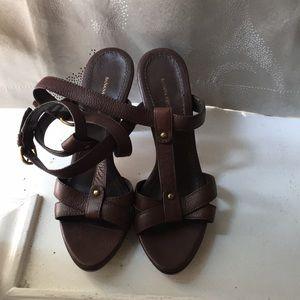 Banana Republic strappy heels 🌻